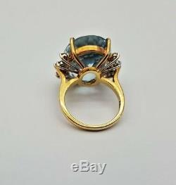 A Very Fine Vintage 18K Gold 20 Carat Aquamarine & Diamond Fine Ladies Ring