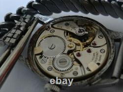 Very Fine Vintage Universal Geneve 15 Jewels cal. 262 Military Watch