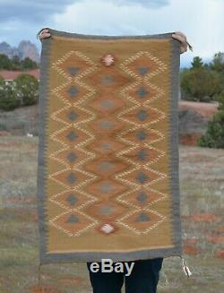 Very Finely Woven Navajo Rug Vegetal Plant Dyes Intricate Design 37.5 x 23