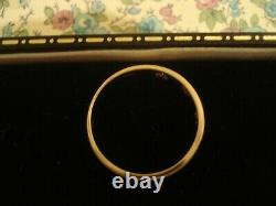 Very Pretty & Finely Crafted 9CT Gold Seven Openwork Hearts Band Design Ring